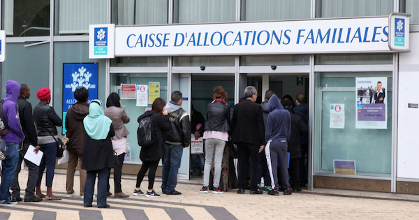 Deux hommes et une femme de 27 ans ont été mis en examen jeudi à Valencienne avant d'être incarcérés.
